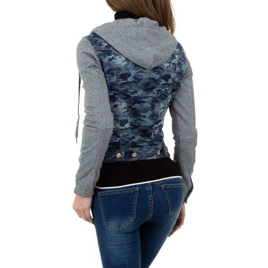 Trendy korte blauwe camou jeans jacket.