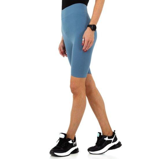 Blauwe sportieve short.