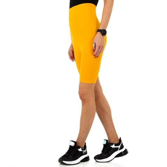 Gele sportieve short.