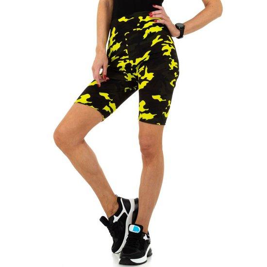 Geel-zwarte sportieve short.