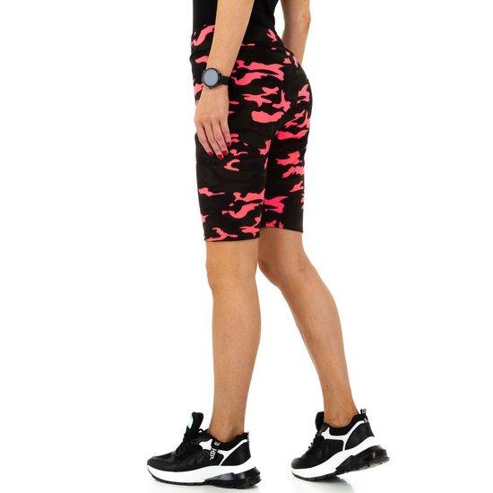 Rose-zwarte sportieve short.