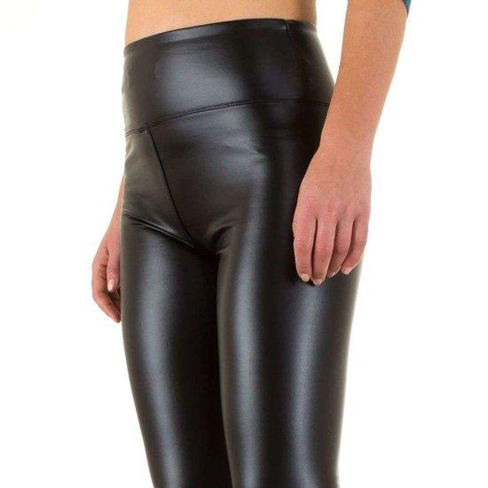 Zwarte leatherlook legging.