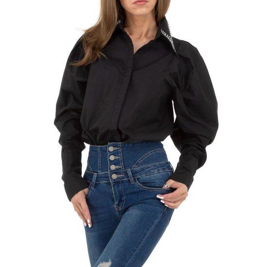 Hippe zwarte hemdblouse.