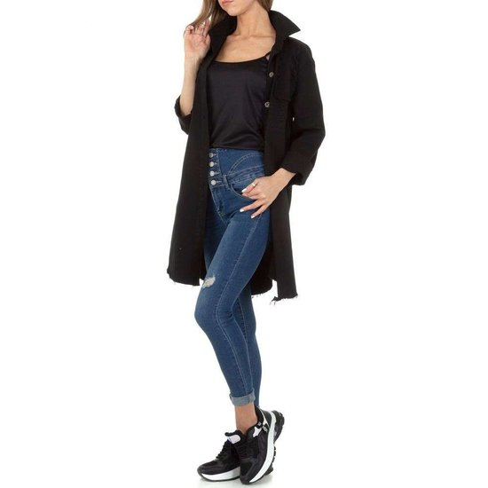 Hippe korte zwarte jas.