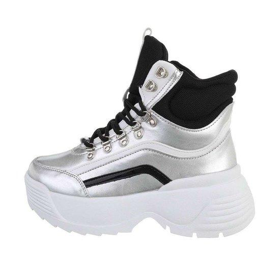 Hoge zilver-zwarte sneaker/boot Nada.