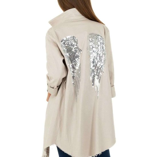 Hippe korte beige jas met decoratie.SOLD OUT