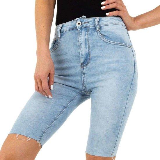Licht blauwe jeans short.