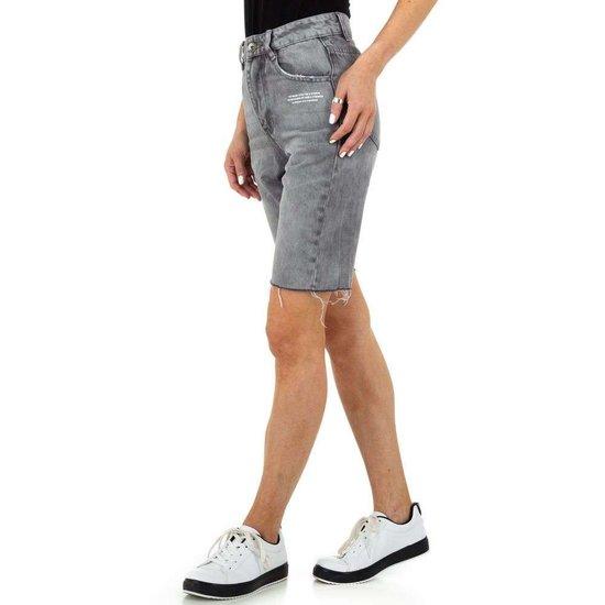 Grijze jeans short.