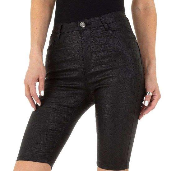 Zwarte leatherlook midi short.