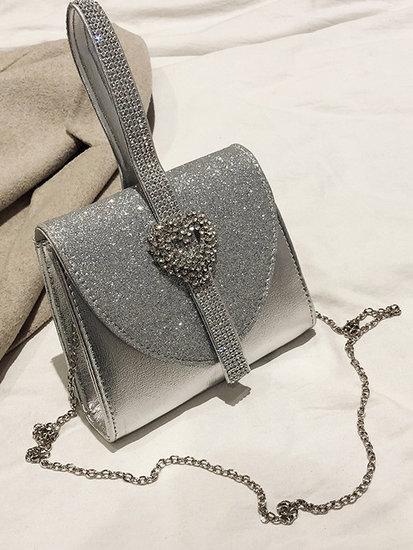 Zilveren avond-handtas.