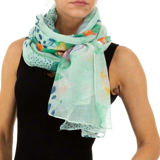 Lichte groene mix sjaal met pluimdecoratie.