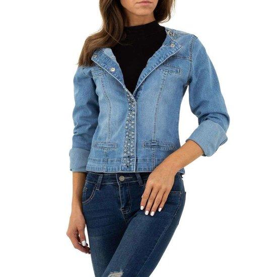 Korte jeans jacket met studs.
