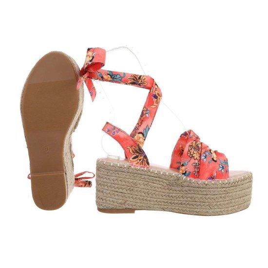 Rode sandaal met sleehak Pifo.