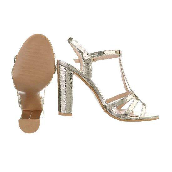 Trendy hoge gouden sandaal Izabella.