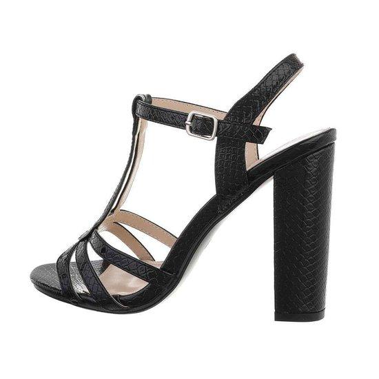 Trendy hoge zwarte sandaal Izabella.