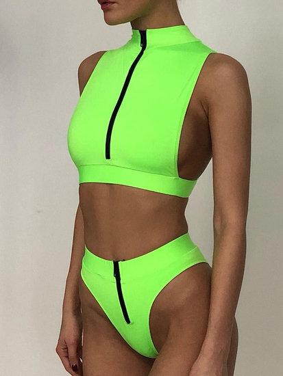 Sportieve fluogroene bikiniset.