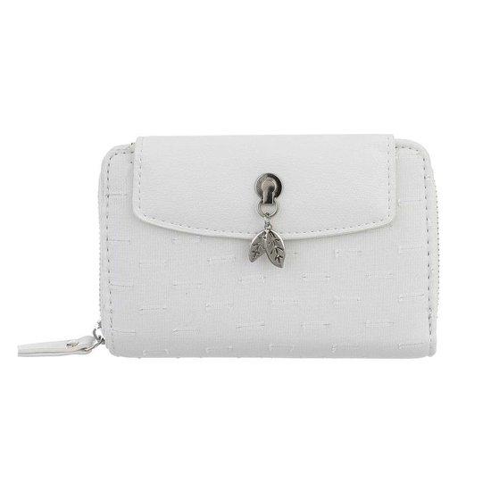 Witte portemonne met rechthoekig motief.