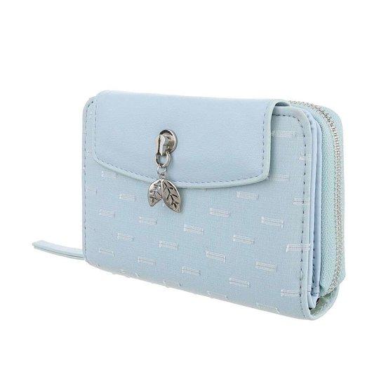 Blauwe portemonne met rechthoekig motief.