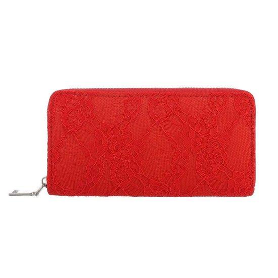 Rode portemonne met bloem motief.