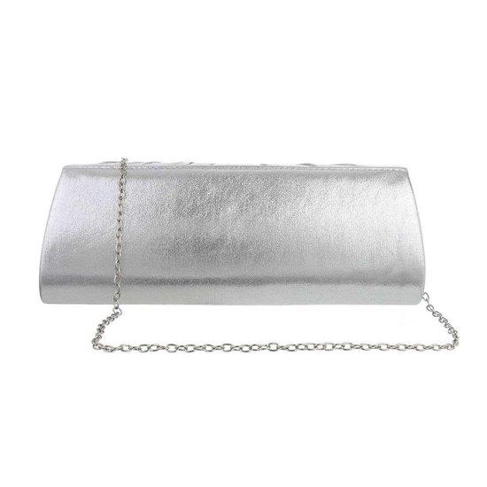 Rechthoekige zilveren avondtas.