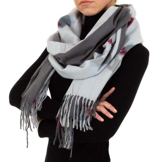Grijze sjaal met bloemmotief.