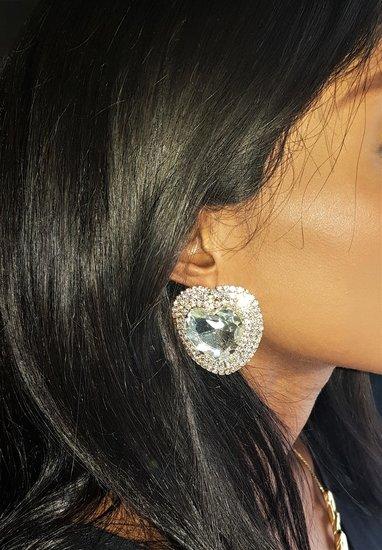 Grote fashion gouden oorbellen in hartvorm.