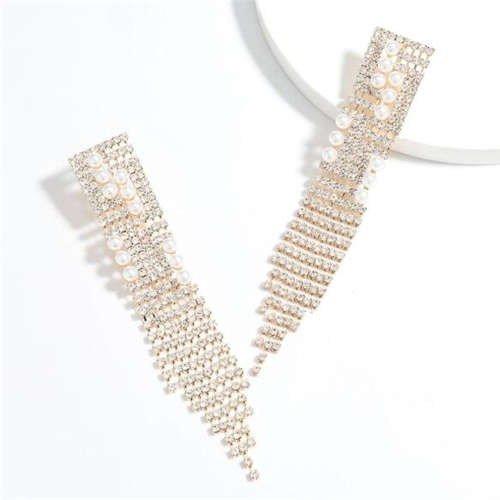 Fashion gouden oorbellen in tassel design.