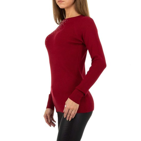 Trendy bordeaux pullover met strass.