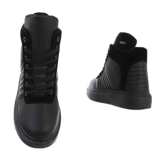 Hoge zwarte sneaker Rodina.