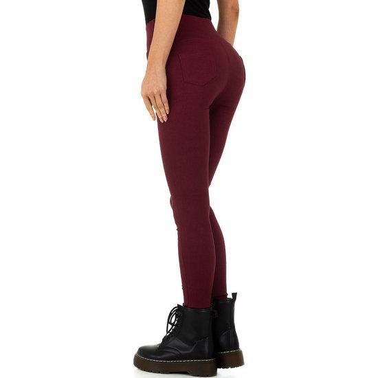 Skinny aanpassende bordeaux hoge taille broek.