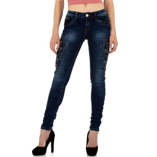 Trendy donker blauwe jeans met sublieme versiering.
