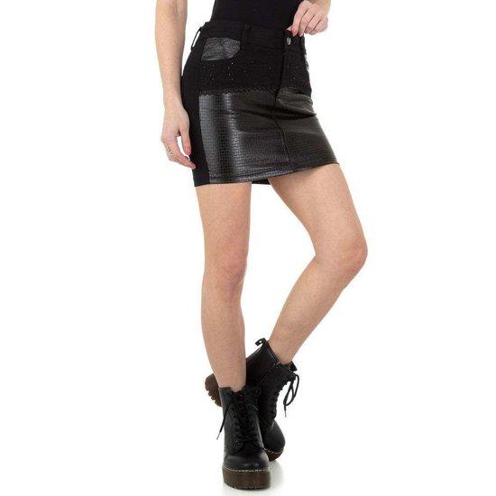 Trendy zwarte korte stretch rok.