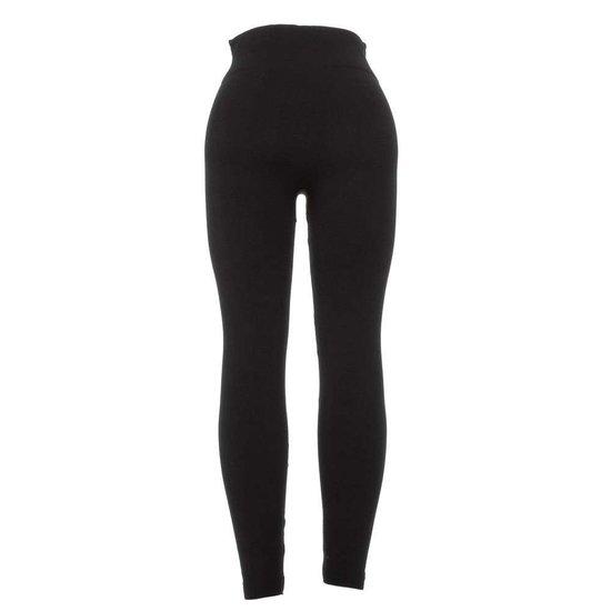 Classy zwarte legging met knoppen en 2 frontzakken.