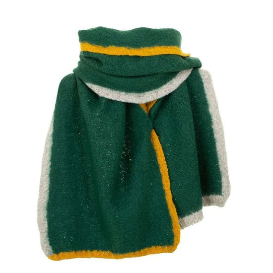 Groene xxl sjaal met geel-grijze strepen.