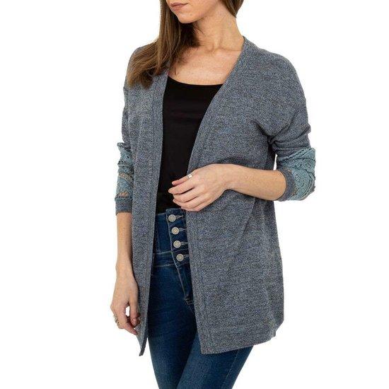 Trendy blauwe cardigan met kanten mouwen.