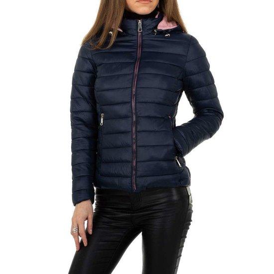 Hippe korte gewatteerde donker blauwe winter jacket.