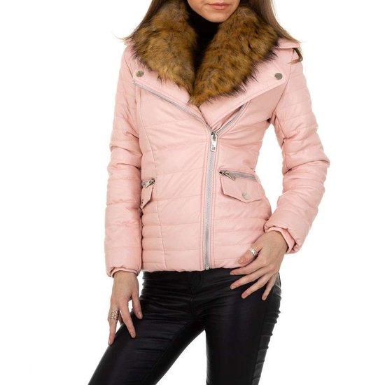 Trendy rose korte leatherlook jacket.