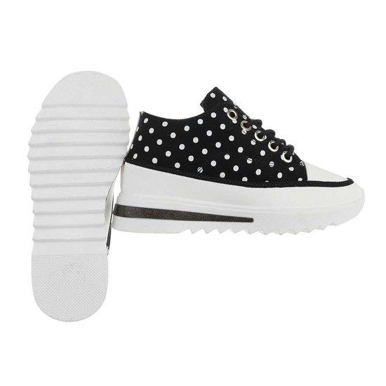 Trendy hoge zwarte sneaker Xandra.