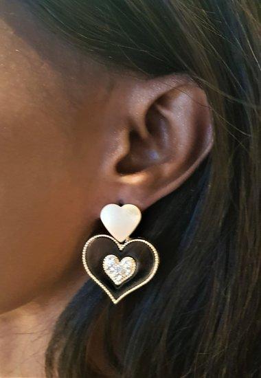 Classy zwart/gouden oorbellen,hart in hart.