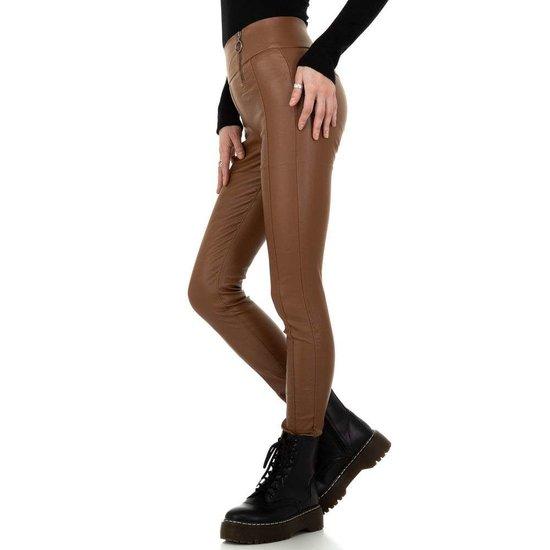 Bruine trendy hoge taille leatherlook broek.
