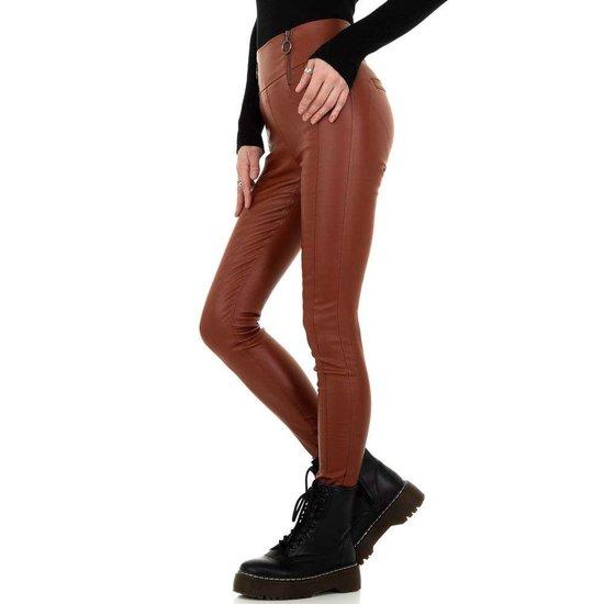 Steen rode trendy hoge taille leatherlook broek.