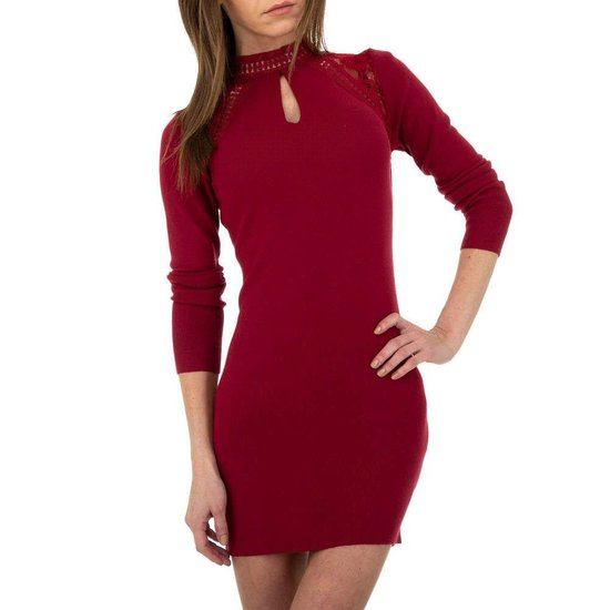 Trendy bordeaux bodycon truijurk met hoge col.