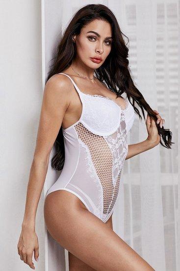 Witte body met netstof.