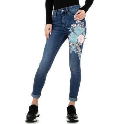 Fashion skinny blue jeans met bloemen decoratie.