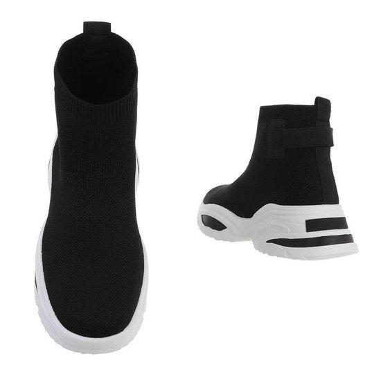 Trendy zwarte hoge textiel sneaker Syla.