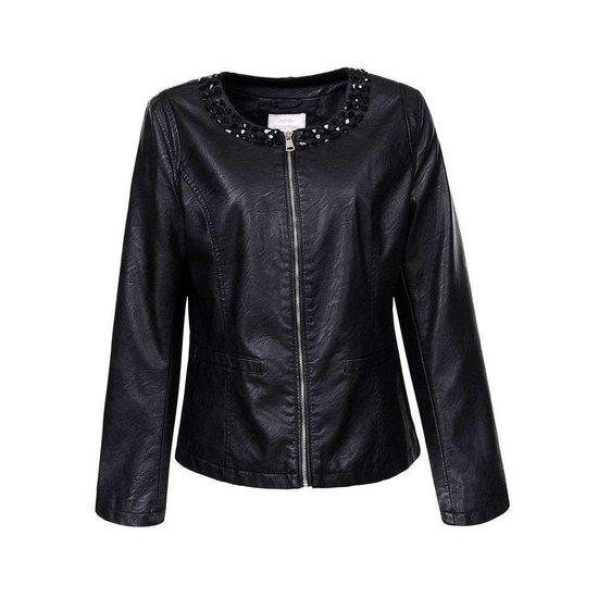 Korte zwarte leatherlook jacket.Plus size.