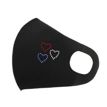 Zwart fashion mondmasker met trio van harten.