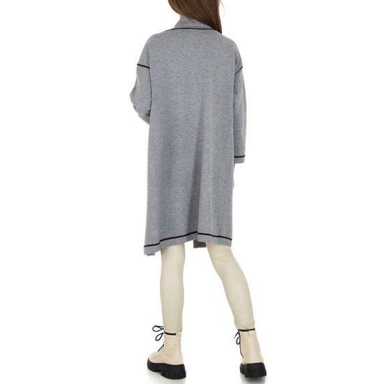 Grijze oversized midi cardigan.
