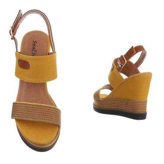 Gele hoge sandaal met sleehak Lucetta.