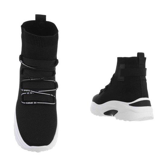 Trendy hoge zwarte textiel sneaker Jana.SOLD OUT